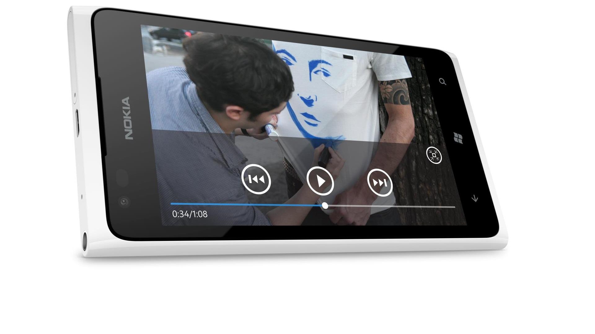 Nokia to Release White Lumia 900 [Pics]