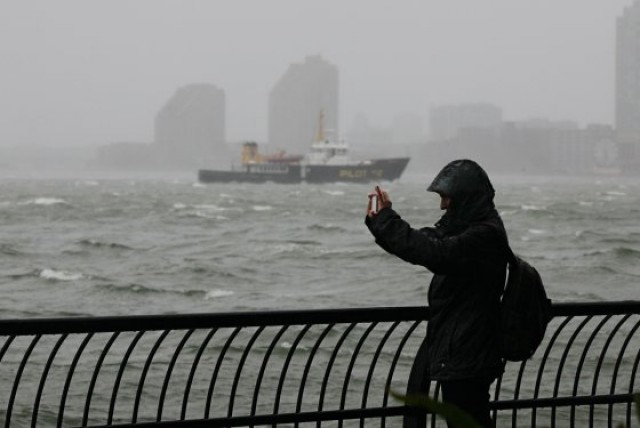 AT&T and T-Mobile Share Networks to Users for Hurricane Sandy